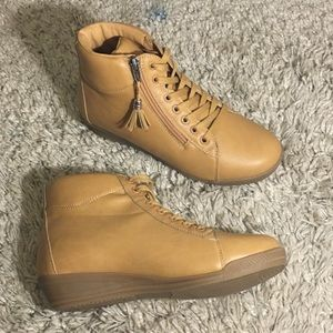 Tan wedged zipper ankle boots